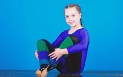 Спорт звукомерной гимнастики совмещает танец балета элементов Рассчитайте поминутно для того чтобы ослабить Трико спорт гимнаста  стоковые изображения