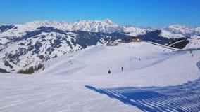 Спорт зимы в Zell до полудня видят, Австрия