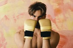 Спорт и концепция боя Боец Muttahida Majlis-E-Amal практикует боевые искусства Стоковые Изображения