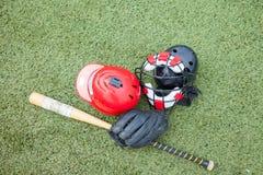 Спорт оборудования на поле травы Стоковые Изображения RF