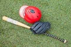 Спорт оборудования на поле травы Стоковые Фотографии RF