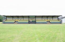 Спорт павильона сооружают пустых зрителей футбольного поля футбола рэгби сверчка вакантных мест стоковые фото