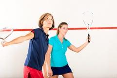 Спорт ракетки сквош в гимнастике, конкуренции женщин Стоковая Фотография