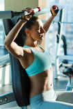 Спорт тренируя в спортзале Стоковые Фото