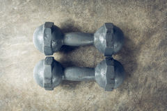 Спорт фитнеса предпосылки культуризма, гантели металла Стоковое фото RF