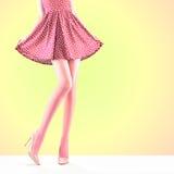 Способ Женское платье Длинные ноги, обмундирование высоких пяток Стоковые Фото