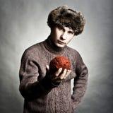 Способ зимы молодого человека Стоковое фото RF