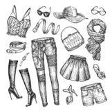Способ Собрание вектора одежды женщин Нарисованная вручную юбка эскиза, верхняя часть, сумка, шорты, пояс, ботинки, шарф, шляпа иллюстрация штока