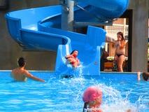 Сползая и плавая люди, Zatocka, Украина Стоковая Фотография