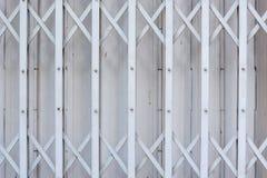 Сползите стальную запертую дверь штарки, картину Стоковое Изображение RF