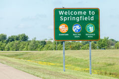 Спрингфилд Миссури, США 18-ое мая 2014 Дорожный знак гостеприимсва к Стоковое Фото