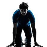 Спринтер бегуна человека на начиная блоках   силуэт Стоковое фото RF