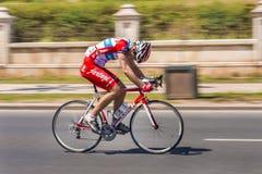 Спринты велосипедиста на гонке велосипеда Стоковое Фото