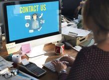 Спросите, что мы покупаем онлайн советуйте с свяжитесь мы концепция работы с клиентом Стоковая Фотография