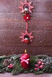 Спрус с свечой, падая снег украшения рождества Стоковое Изображение RF
