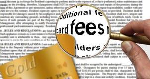 Спрятанные гонорары в согласовании владельца карточки кредита стоковое изображение