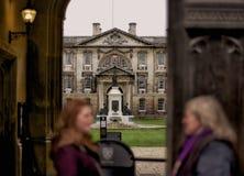 Спрятанный взгляд на главном здании университета Кембриджа Стоковые Фото