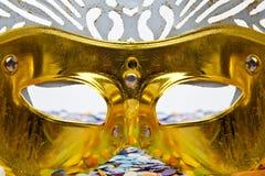 Спрятанный за золотой маской Стоковое Изображение
