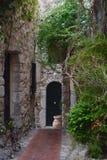 Спрятанный проход в Eze, Франции Стоковые Изображения