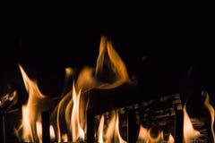 Спурты пламени на черной предпосылке Стоковые Фото