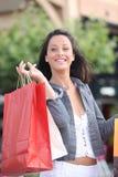 Спуск женщины гружёный с сумками стоковые фотографии rf
