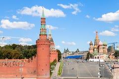 Спуск, стены и башни Vasilevsky в Москве Стоковые Фото