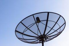 Спутниковая антенна-тарелка с twilight голубым небом Стоковая Фотография
