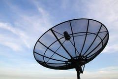 Спутниковая антенна-тарелка в городке Стоковое Изображение