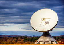 Спутниковая антенна-тарелка - радиотелескоп Стоковое Изображение RF