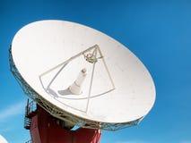 Спутниковая антенна-тарелка - радиотелескоп Стоковые Фото