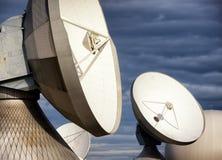 Спутниковая антенна-тарелка - радиотелескоп Стоковые Изображения RF