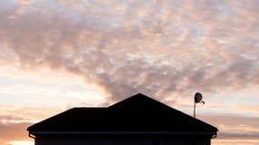 Спутниковая антенна-тарелка ТВ Стоковое фото RF