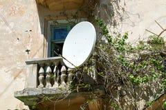 Спутниковая антенна-тарелка ТВ Стоковое Изображение