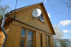 Спутниковая антенна-тарелка ТВ closeup Стоковые Изображения