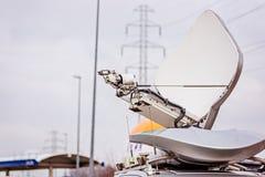 Спутниковая антенна установленная на фургоне телевидения Стоковое Фото