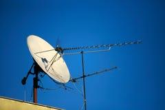 спутниковое телевидение тарелки Стоковые Изображения RF