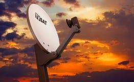 спутниковое телевидение тарелки иллюстрация штока