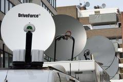 Спутниковые антенна-тарелки передвижных средств массовой информации Стоковые Фотографии RF