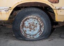 Спущенная шина стоковое изображение rf