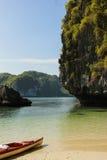 Сплавляться залив Halong Стоковые Фотографии RF