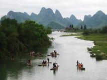 Сплавлять на реке в холмах karst Стоковое фото RF