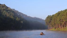 Сплавлять обслуживание на озере Ung угрызения акции видеоматериалы