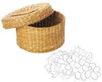 Сплетенная корзина соломы с крышкой приоткрытой на белой предпосылке Стоковое фото RF