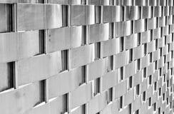 Сплетенное искусство металла серебряное сплетя резюмирует предпосылку стоковая фотография rf