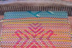 Сплетенные циновки handmade от сухого тростника вдохновляют делают стоковые фотографии rf