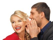 Сплетня человека и женщины распространяя Стоковое Изображение RF