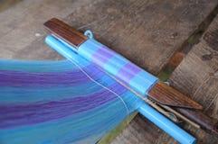 Сплетя инструменты и пряжа для сделанной одежды, местная продукция. стоковые изображения
