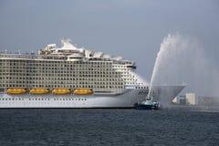 Сработанность туристического судна мира морей самого большого Стоковое фото RF