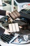 Сравнение воздушных фильтров автомобиля стоковые изображения rf