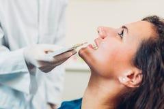 Сравнивать зуб стоковые изображения